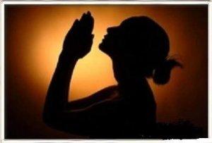 sillouhette-of-girl-praying